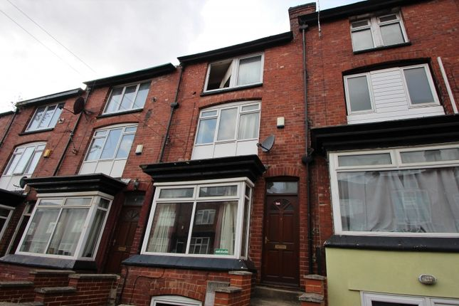 Thumbnail Terraced house to rent in Manor Drive, Hyde Park, Leeds