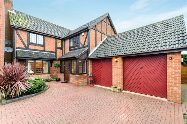 Thumbnail Detached house for sale in Fulbourne Close, Luton