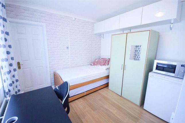 Thumbnail Room to rent in Barkham Road, Wokingham, Berkshire
