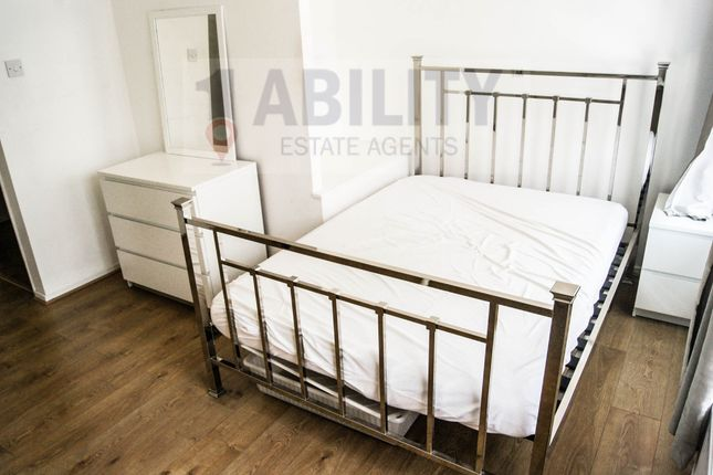 Thumbnail Property to rent in Langdale Close, London