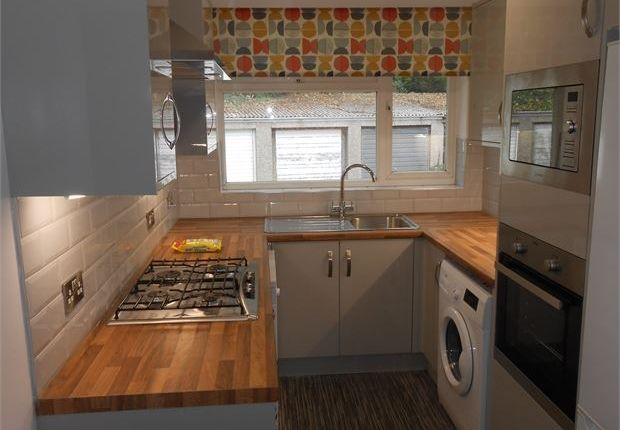 Thumbnail Flat to rent in Ffynone Close, Swansea, Swansea
