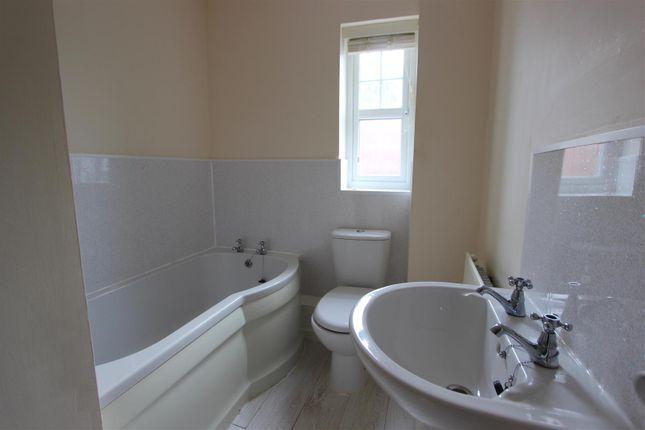 Bathroom of Grangemoor Close, Darlington DL1