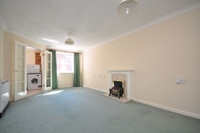 Thumbnail Flat to rent in Chaldon Road, Caterham