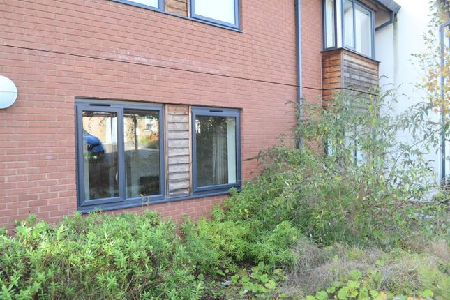 Thumbnail Flat for sale in Hall Farm Road, Swadlincote