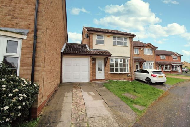 3 bed detached house to rent in Westminster Gardens, Kempston MK42