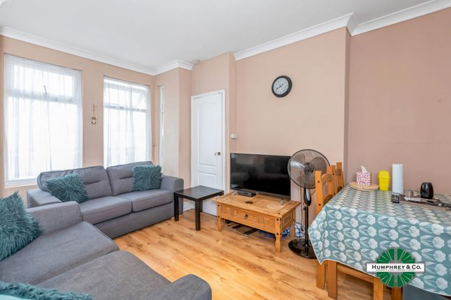 2 bed flat for sale in Wanstead Park Road, Cranbrook, Ilford IG1