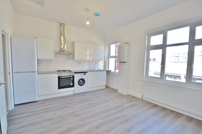Flat to rent in East Barnet Road, East Barnet