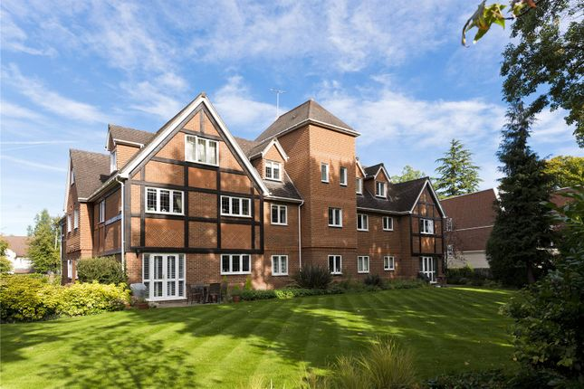 Thumbnail Flat to rent in Elgin Place, St. Georges Avenue, Weybridge, Surrey