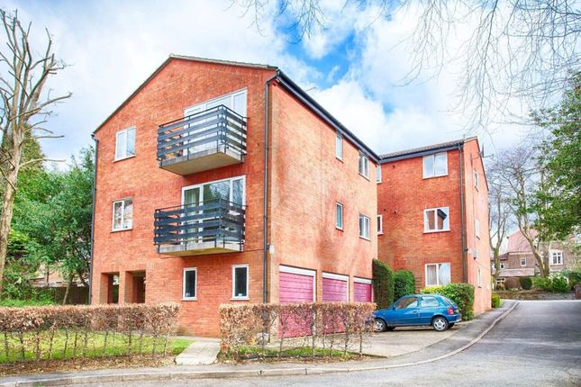 Thumbnail Flat to rent in Copper Beeches, Milton Road, Harpenden