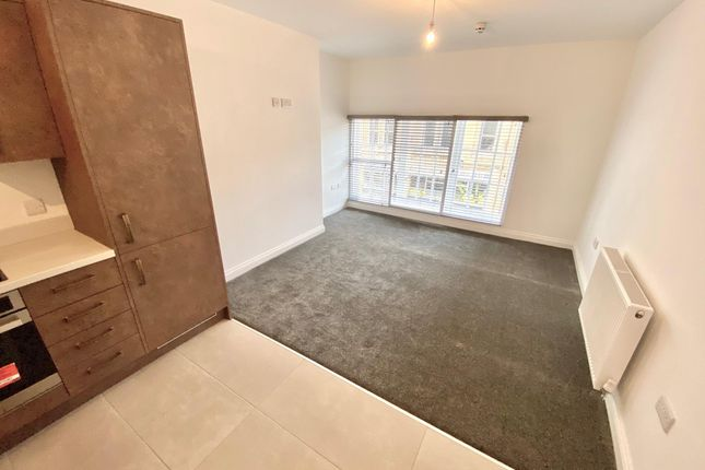Thumbnail Flat to rent in Westgate, Huddersfield