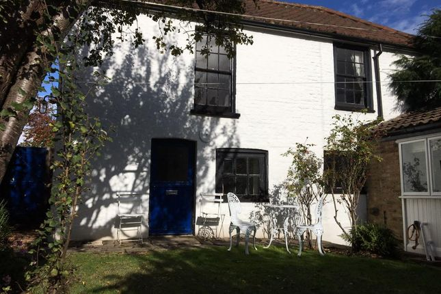 Thumbnail Cottage to rent in Thames Road, London