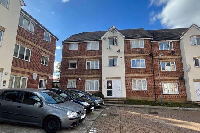 Thumbnail Flat to rent in Fenman Gardens, Goodmayes, Ilford