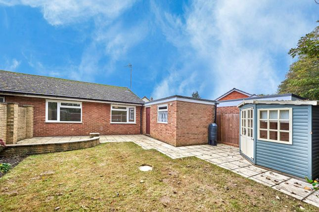 Picture No. 14 of Hobbs Close, St. Albans, Hertfordshire AL4