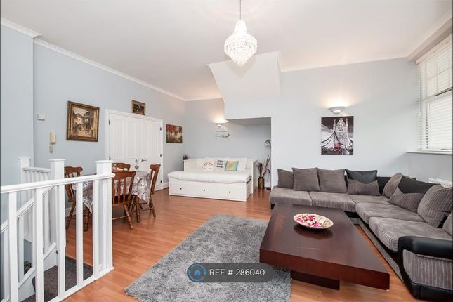 2 bed flat to rent in Northington Street, London