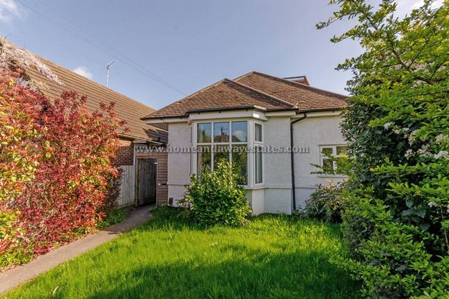 Thumbnail Bungalow to rent in Dollis Road, Finchley Central