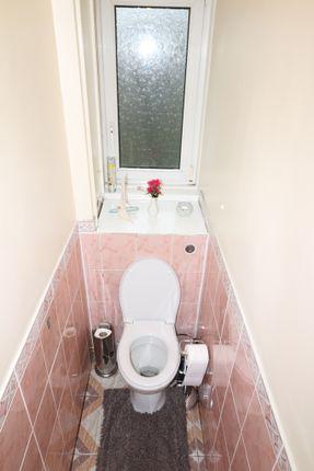 Toilet of Pakenham House, Wellington Row, Shoreditch/Hoxton E2