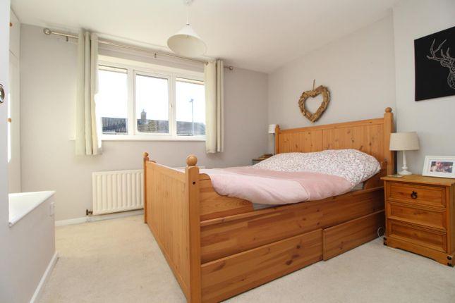 Bedroom of Whitelass Close, Thirsk YO7
