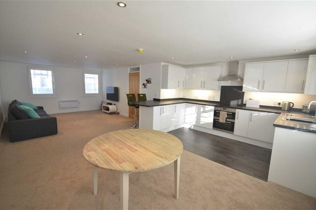 Thumbnail Flat to rent in Northgate Street, Gloucester