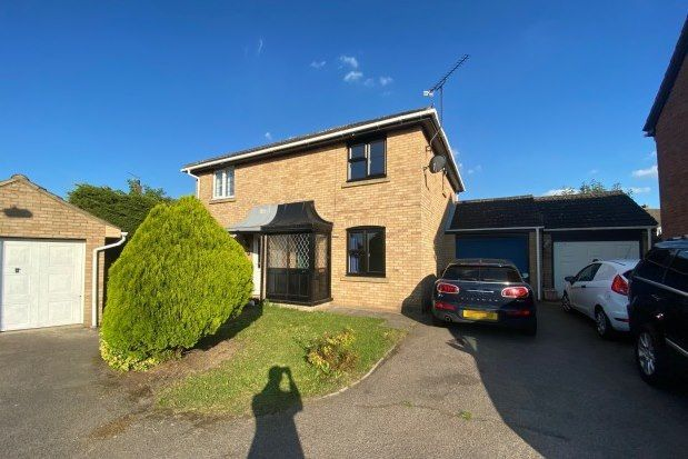 2 bed property to rent in Portman Drive, Billericay CM12