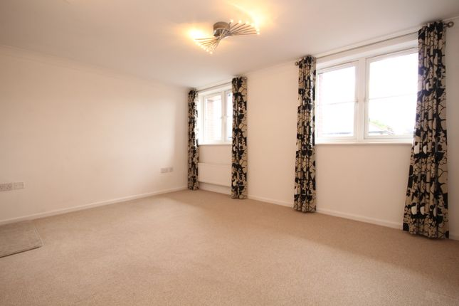 Thumbnail Flat to rent in Woodville Road, Penwortham, Preston