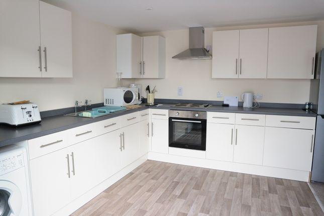 Thumbnail Flat to rent in Loddon Court Farm, Beech Hill Road, Reading