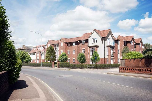 Thumbnail Flat for sale in Pinewood Gardens, Tunbridge Wells, Southborough