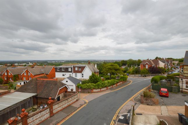 3 bed maisonette to rent in Willingdon Road, Eastbourne BN21