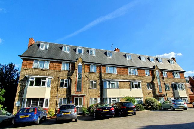 Thumbnail Flat to rent in Oakleigh Court, East Barnet
