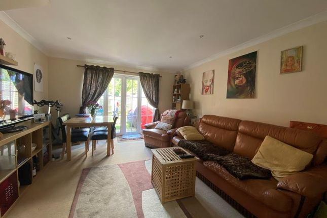 Thumbnail Flat to rent in Tiverton Way, Mill Hill
