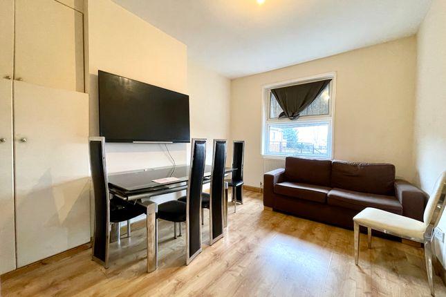 Thumbnail Flat to rent in Watling Avenue, Burnt Oak, London