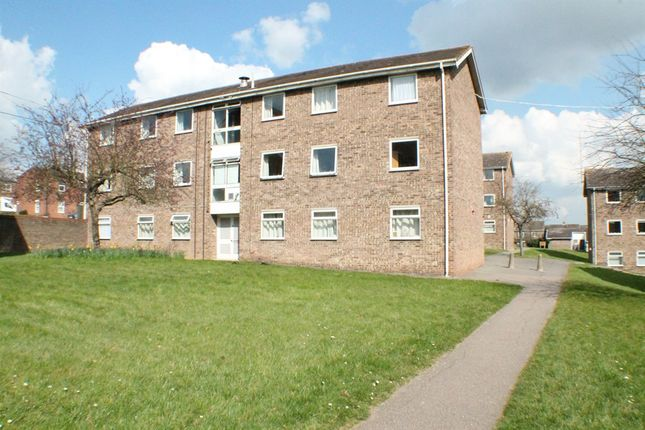 Thumbnail Flat for sale in Avon Way, Colchester