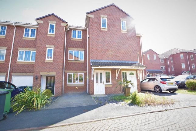 Thumbnail Town house to rent in Kensington Way, Leeds, West Yorkshire