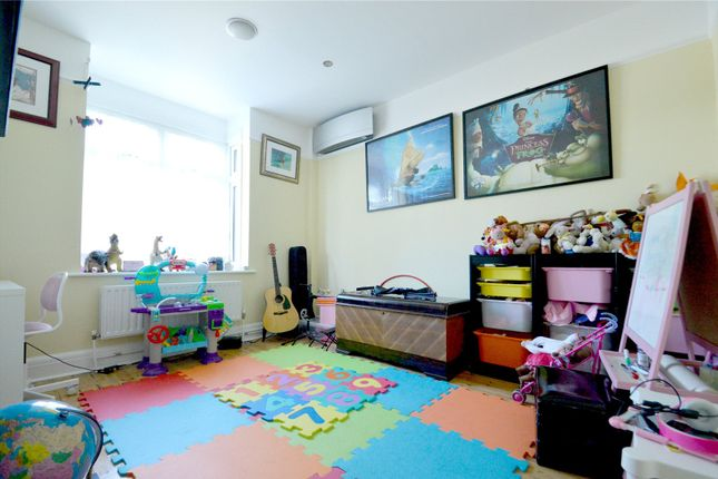 Picture No. 08 of Fryston Avenue, Croydon CR0
