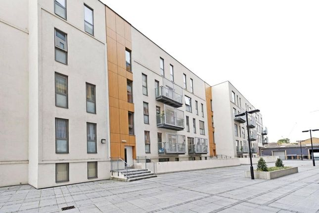 Thumbnail Flat to rent in Crampton Street, Elephant & Castle
