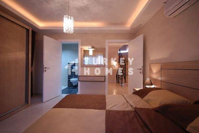 Spacious Detached Belek Golf Villa - Master Bedroom 1