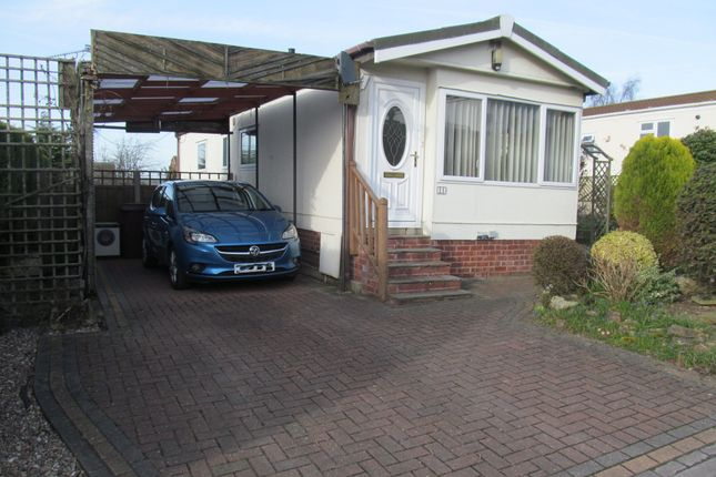 Thumbnail Mobile/park home for sale in Poplar Drive (Ref 5865), New Tupton, Chesterfield, Derbyshire