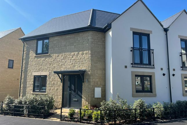 3 bed property to rent in Stanmore Crescent, Carterton OX18