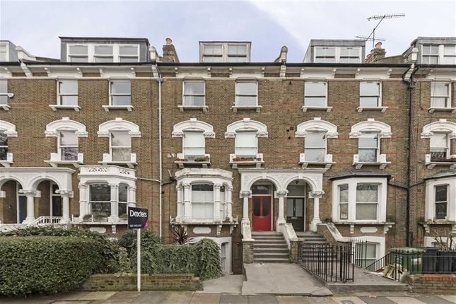 3 bed flat for sale in Petherton Road, London