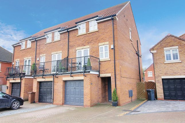 End Terrace House For Sale In Pools Brook Park Kingswood Hull East Riding