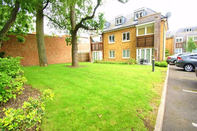 Thumbnail Flat for sale in Hercies Road, Hillingdon, Middlesex