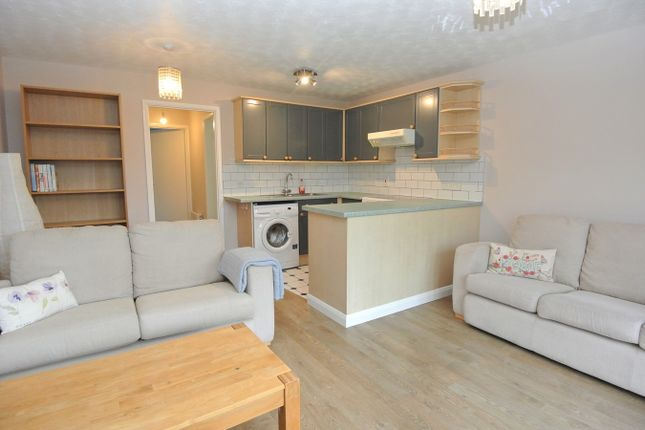 1 bed flat to rent in Stanwell Road, Ashford TW15