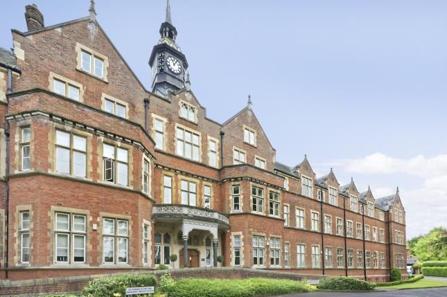 Thumbnail Flat for sale in Lavender Close, Leatherhead, Surrey