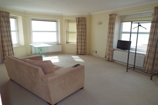 2 bedroom flat to rent in Augusta Place, Worthing