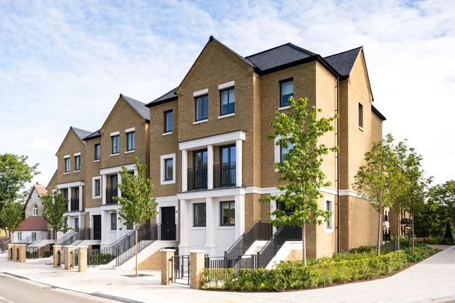 4 bed town house for sale in Broom Road, Teddington TW11