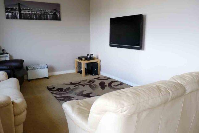 2 bed flat for sale in robertson drive calderwood east for Beds east kilbride