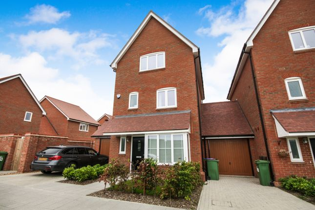 Thumbnail Detached house to rent in Illett Way, Faygate, Horsham