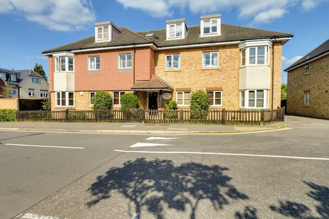 2 bed flat to rent in Windmill Lane, Epsom KT17
