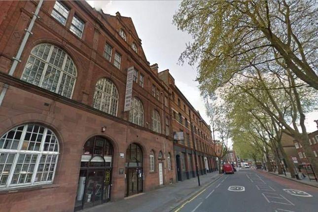 Office to let in Rosebery Avenue, London