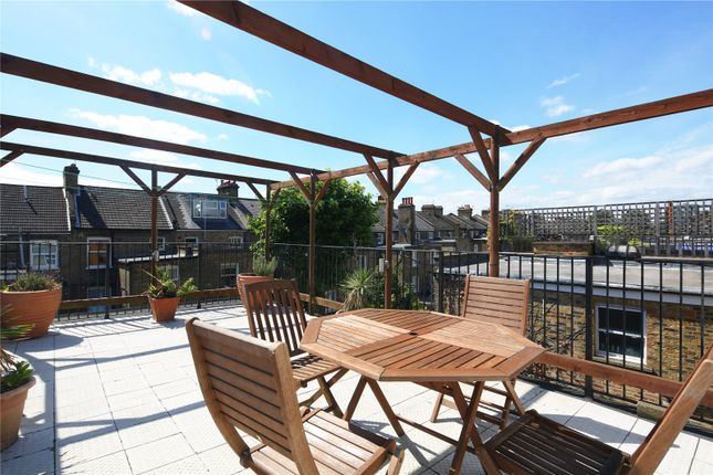 2 bed maisonette for sale in Fernhead Road, London