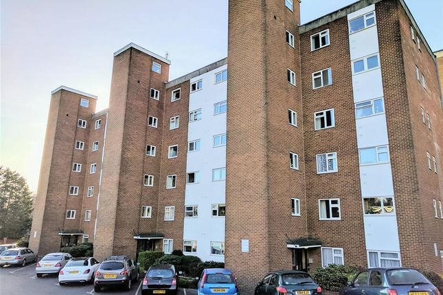 2 bed flat to rent in Parkstone Road, Parkstone, Poole